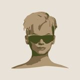 Retrato de la mujer hermosa en lentes de sol negros Foto de archivo