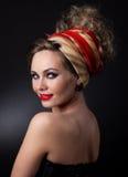 Retrato de la mujer hermosa en un turbante fotos de archivo libres de regalías