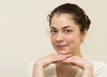 Retrato de la mujer hermosa joven. Foto de archivo