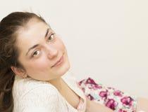 Retrato de la mujer hermosa joven. Fotos de archivo