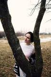 Retrato de la mujer hermosa joven al aire libre Fotos de archivo libres de regalías
