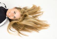 Retrato de la mujer hermosa joven con el pelo largo Imagen de archivo libre de regalías