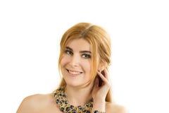 Retrato de la mujer hermosa joven con un collar Imágenes de archivo libres de regalías