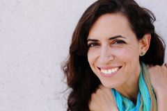 Retrato de la mujer hermosa sonriente Fotografía de archivo libre de regalías