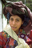Retrato de la mujer india hermosa en ropa colorida Fotografía de archivo