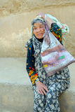 Retrato de la mujer iraní mayor fotos de archivo