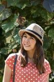 Retrato de la mujer joven asiática en jardín Fotos de archivo libres de regalías