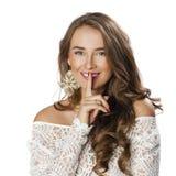 Retrato de la mujer joven atractiva con el finger en los labios Foto de archivo