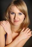 Retrato de la mujer joven caucásica atractiva con beauti Imagen de archivo libre de regalías