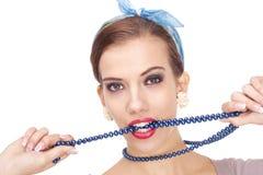 Retrato de la mujer joven con el collar Imagenes de archivo