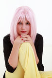 Retrato de la mujer joven con el pelo rosado Foto de archivo libre de regalías