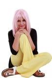 Retrato de la mujer joven con el pelo rosado Imagen de archivo libre de regalías