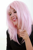 Retrato de la mujer joven con el pelo rosado Imágenes de archivo libres de regalías