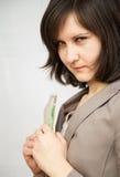 Retrato de la mujer joven con los billetes de banco del dólar Fotografía de archivo