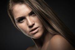 Retrato de la mujer joven de la belleza fotos de archivo libres de regalías