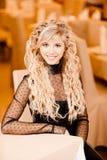 Retrato de la mujer joven de pelo rubio Foto de archivo libre de regalías