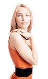 Retrato de la mujer joven en alineada roja. Fotos de archivo libres de regalías