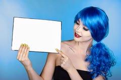 Retrato de la mujer joven en estilo cómico del maquillaje del arte pop hembra Imagen de archivo