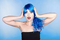 Retrato de la mujer joven en estilo cómico del maquillaje del arte pop shoked Imagenes de archivo