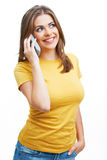 Retrato de la mujer joven en llamada de teléfono Foto de archivo