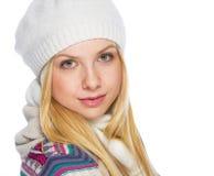 Retrato de la mujer joven en ropa del invierno Foto de archivo