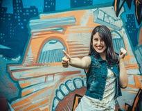 Retrato de la mujer joven feliz Imagen de archivo libre de regalías