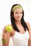 Retrato de la mujer joven feliz con la manzana Foto de archivo libre de regalías