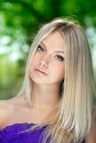 Retrato de la mujer joven hermosa fotos de archivo