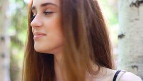 Retrato de la mujer joven hermosa almacen de metraje de vídeo