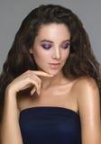 Retrato de la mujer joven hermosa con maquillaje creativo con glos Foto de archivo