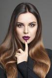 Retrato de la mujer joven hermosa con maquillaje creativo con la espinilla Fotografía de archivo libre de regalías