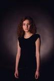 Retrato de la mujer joven pelirroja fotografía de archivo