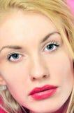 Retrato de la mujer joven rubia hermosa imagenes de archivo