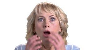 Retrato de la mujer madura chocada almacen de metraje de vídeo