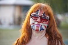 Retrato de la mujer mayor con la bandera británica pintada foto de archivo libre de regalías