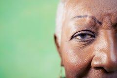 Retrato de la mujer mayor, del primer del ojo y de la cara Foto de archivo libre de regalías