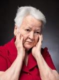 Retrato de la mujer mayor pensativa Foto de archivo libre de regalías