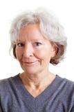 Retrato de la mujer mayor smirking Fotografía de archivo
