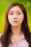 Retrato de la mujer pensativa joven Foto de archivo libre de regalías