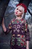 Retrato de la mujer rubia hermosa al aire libre Fotografía de archivo