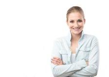 Retrato de la mujer sonriente en blanco Fotos de archivo