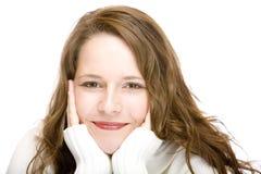 Retrato de la mujer sonriente feliz con el suéter Foto de archivo
