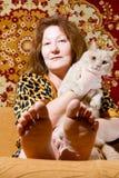 Retrato de la mujer y del gato Imágenes de archivo libres de regalías