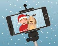 Retrato de la Navidad con un smartphone Imágenes de archivo libres de regalías