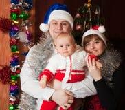 Retrato de la Navidad de la familia Foto de archivo libre de regalías