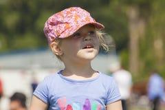 Retrato de la niña con el casquillo Foto de archivo