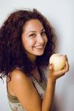 Retrato de la niña linda con la manzana verde Imagen de archivo