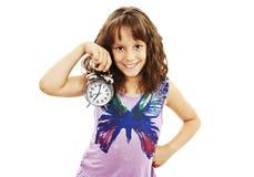 Retrato de la niña que sostiene el reloj de alarma Imagen de archivo libre de regalías