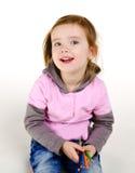 Retrato de la niña sonriente con lápices fotografía de archivo libre de regalías