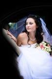 Retrato de la novia en el coche Imágenes de archivo libres de regalías